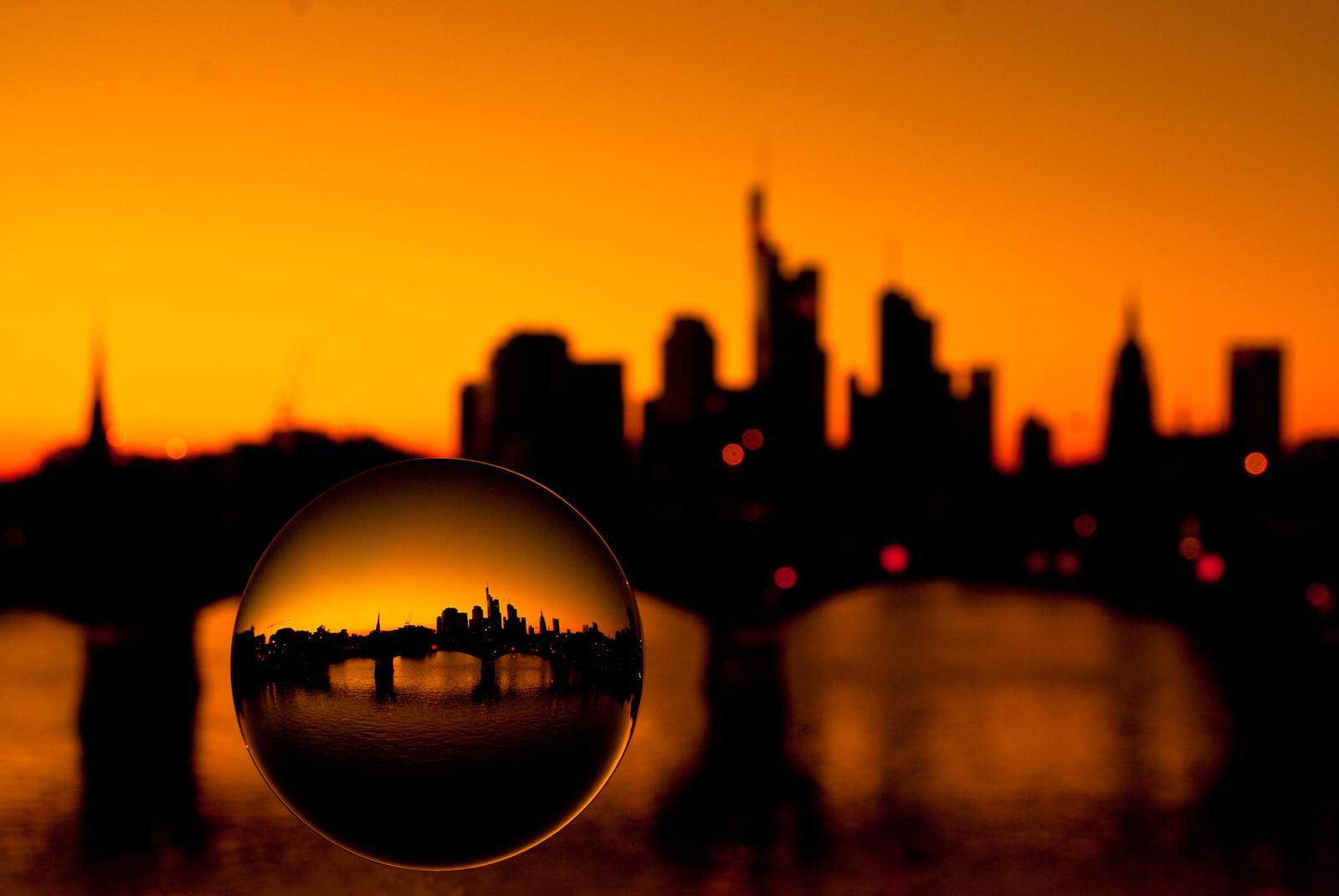 Frankfurt_Kugel_orange.jpg